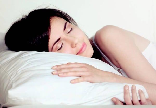 Trà làm từ hoa cúc giúp người dùng ngủ ngon hơn