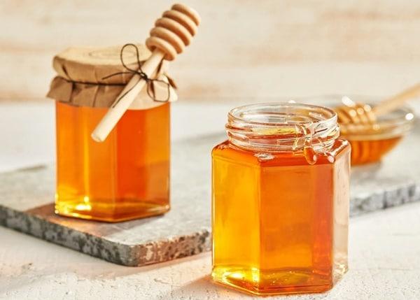 Việc kết hợp với mật ong sẽ giúp trà đậu biếc thơm ngon hơn