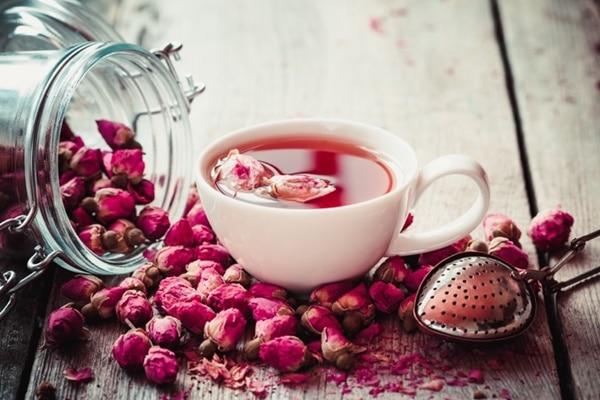 Trà pha bằng nụ hoa hồng khô có nhiều công dụng cho sức khỏe