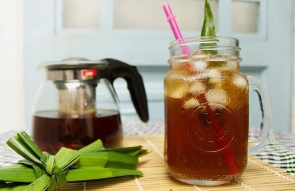 Bạn có thể uống trà sâm bí đao lạnh để tăng hương vị