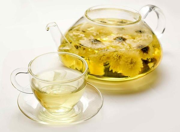 Trà detox từ hoa cúc khô có khả năng an thần, có thể giúp bạn ngủ ngon, ngủ sâu giấc