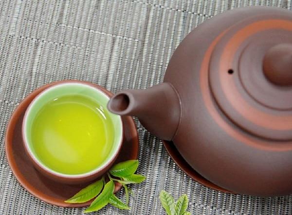 Nước trà Thái Nguyên làm từ búp chè cành 777 có màu xanh rất đẹp mắt