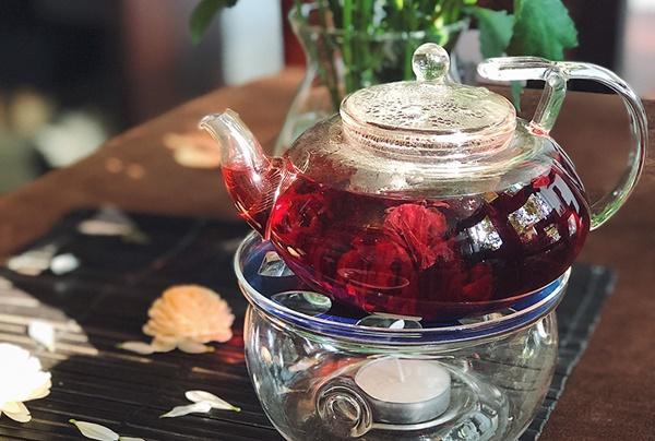Uống trà Hibiscus thường xuyên làm tăng lượng cholesterol tốt để phòng bệnh tim