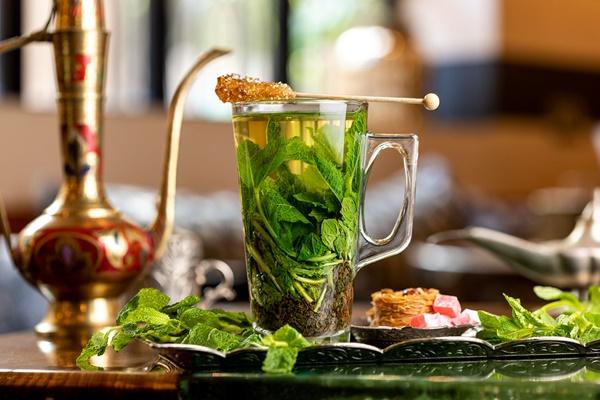 Sau khi pha trà bạc hà nên uống ngay, không để qua đêm