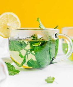 Uống trà từ lá bạc hà có thể giúp hơi thở trở nên thơm mát