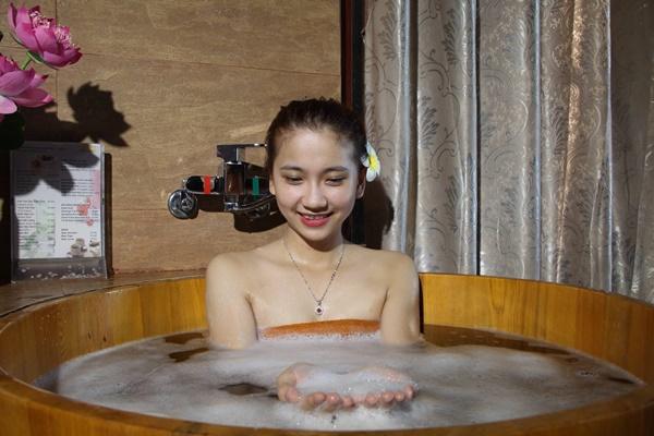 Khi ngâm tắm, nhiệt độ tốt nhất là từ 37 - 40 độ C